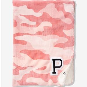 VS Pink Camo Print Pink Camouflage Sherpa Blanket